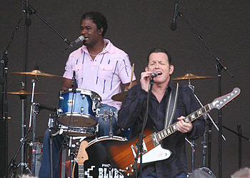 Tommy Castro appearing at Blues Blast 2011, image by Ray Bowen